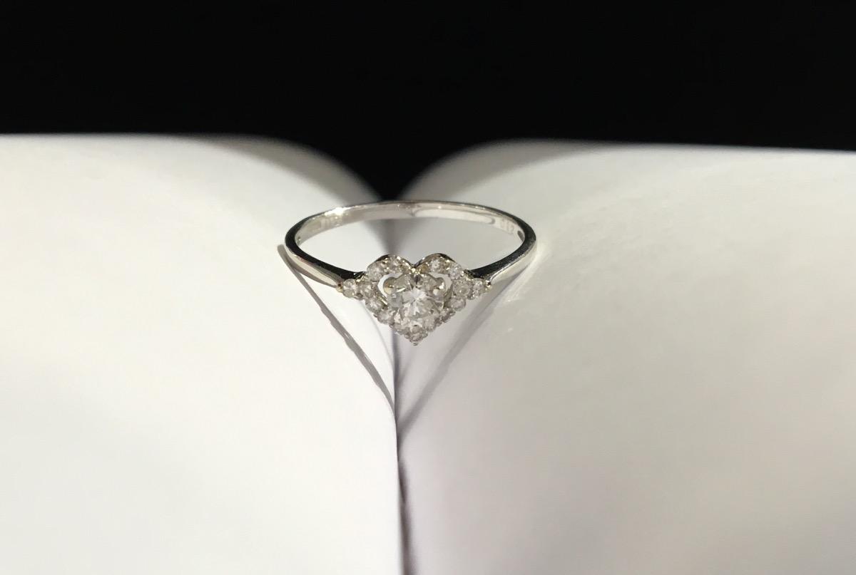 K18 white gold ring