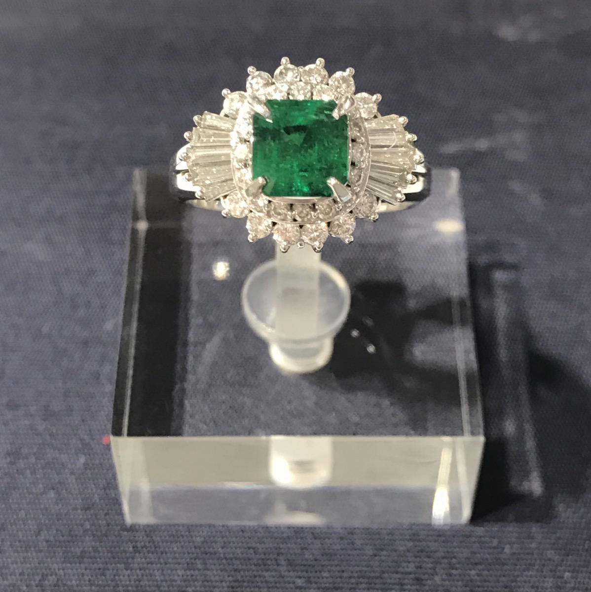 $1799 PT900 1.16ct & 0.82ct Emerald Ring