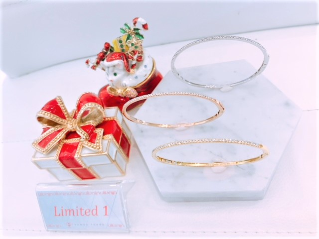 LIMITED EDITION K18 0.35CT BANGLES