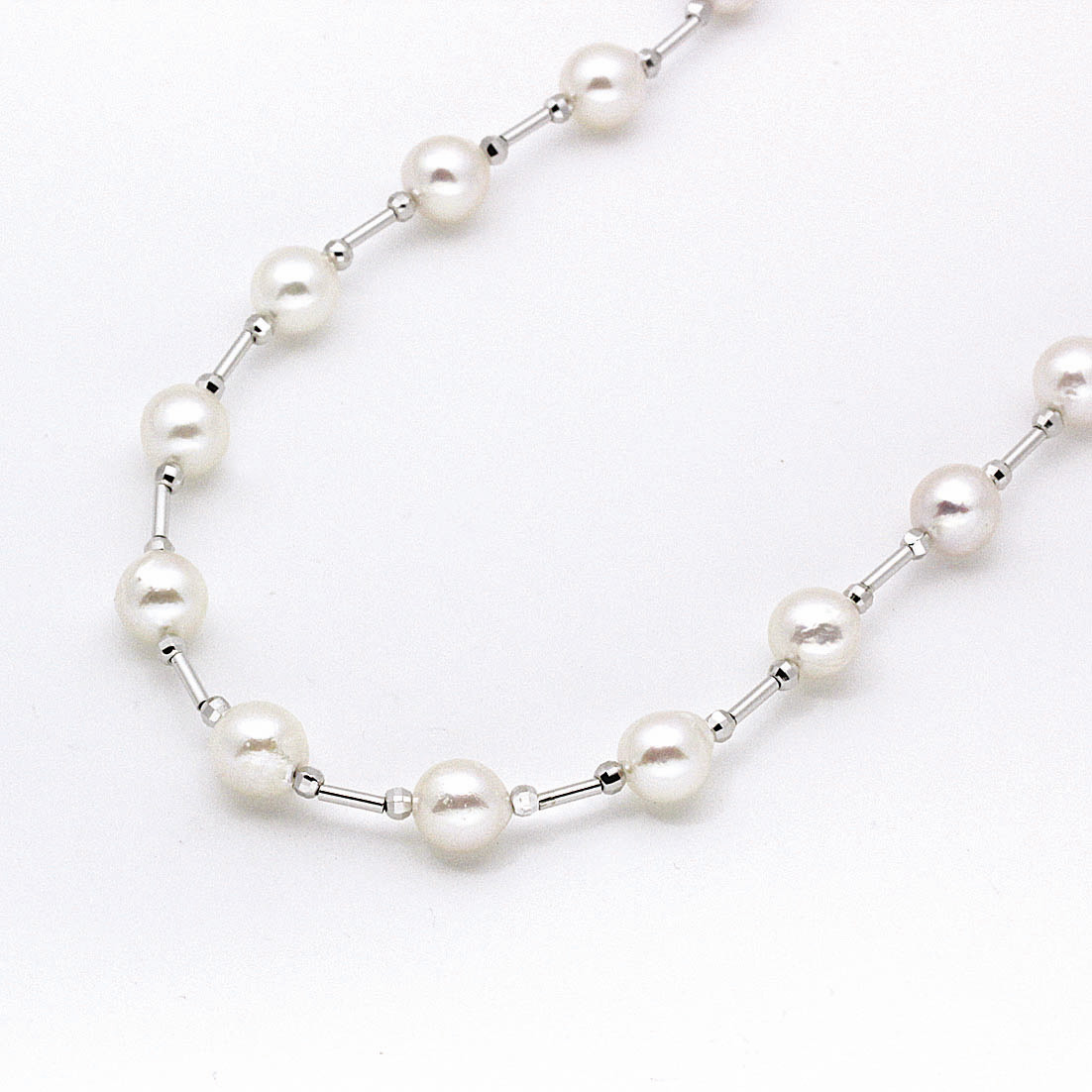Akoya Pearl Necklace DAA070S044